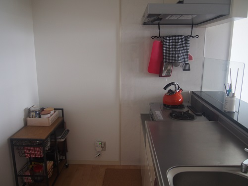 家電が少ないだけで、キッチンはここまで広くなる。