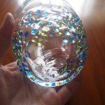我が家のグラスは2つだけ。あたたかみのある、琉球ガラスを使っています。